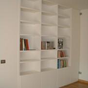 Libreria con appendiabiti — Milano
